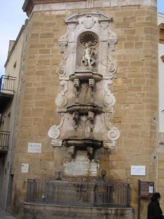 La fontana verticale di S. Ninfa a Castelvetrano