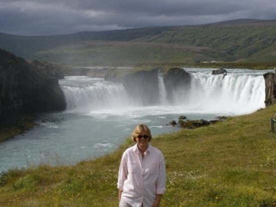 Akureyri, Island: Closeup of the waterfall
