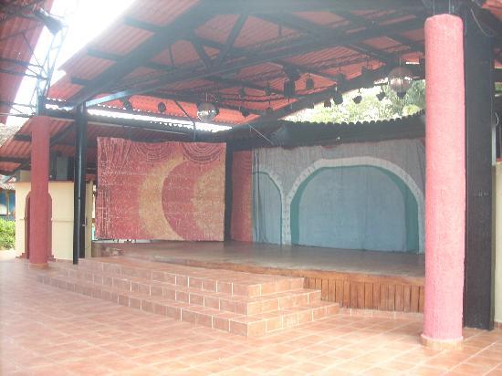 Gran Caribe Club Villa Cojimar: animacion stage
