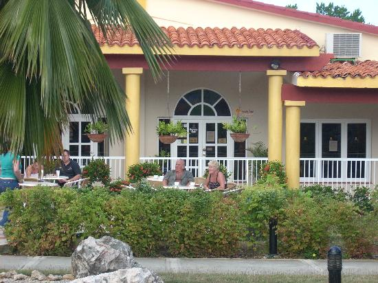 Gran Caribe Club Villa Cojimar: terrace at the lobby bar