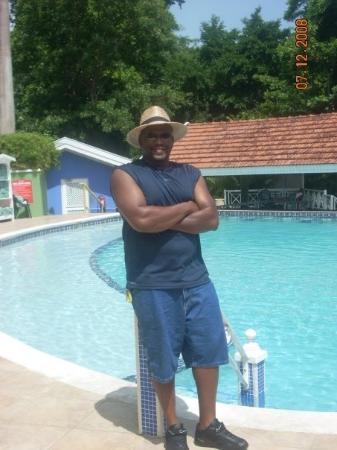 Ocho Rios, Jamaica: Hubby chillin by the pool