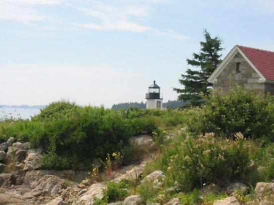 Marshall Point Lighthouse Museum: Shot of Marshall Point from the beach