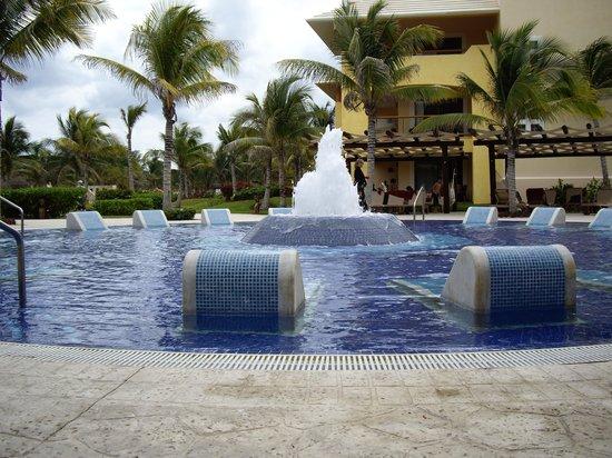 Barcelo Maya Beach: piscine