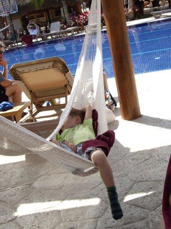 Barcelo Maya Beach: hamac tout repos!!idéal pour la siesta des enfants