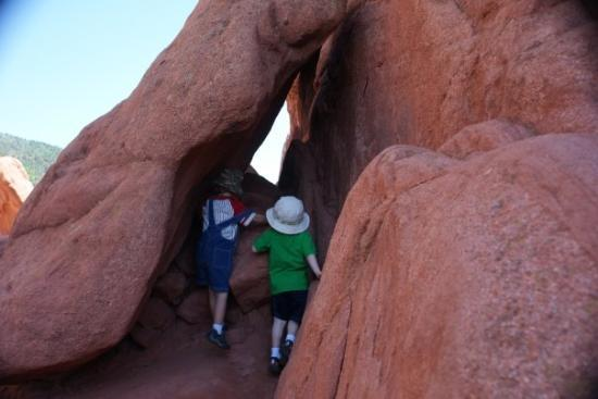 Gudenes hage: Connor and Riley playing in the rocks.