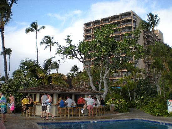 Royal Lahaina Resort: tiki bar with hotel tower in the background