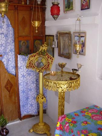 Mykonos by, Hellas: Detail of inside of tiny church