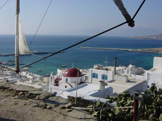 Mykonos by, Hellas: View of the town from Windmill on hill