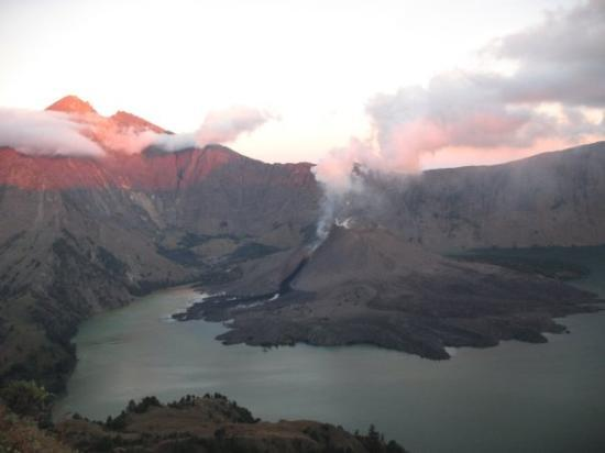 Senggigi, Indonesia: the crater lake and and the erupting volvaco, the promised lava a bit later)))
