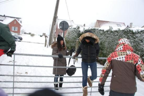 Overijse, Belgia: ที่มีเจ้าของ เป็นฟาร์ม แต่พอหิมะตก ปลูกอะไรไม่ได้ ทุกคนก็มาเล่นหิมะกันที่นี่