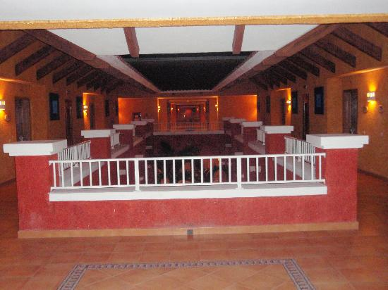 Barcelo Maya Colonial: The hall ways for the rooms
