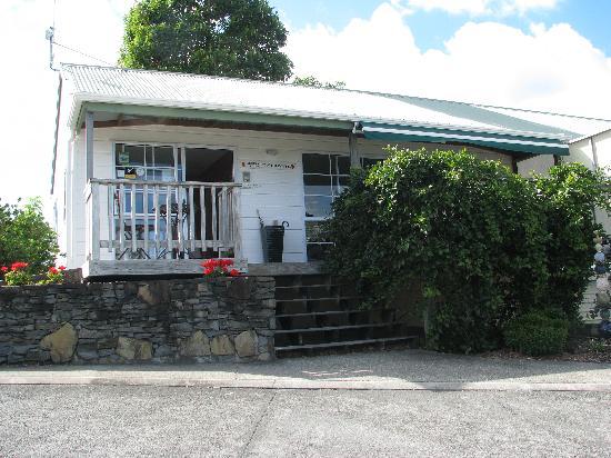 Pauanui Pines Motor Lodge: Office