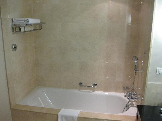 InterContinental Hotel Warsaw: 3108 tub