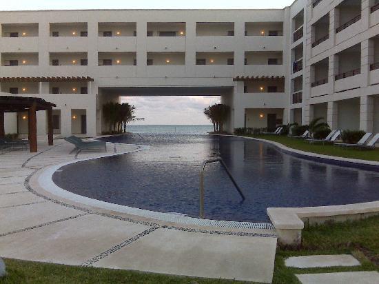 Secrets Silversands Riviera Cancun: Sunset @ Infinity Pool
