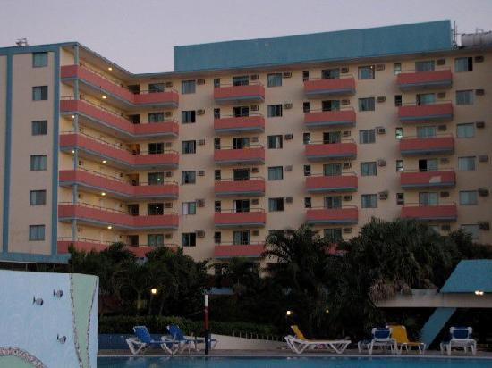 Hotel Sunbeach: 800+ room hotel- Sunbeach-view from back