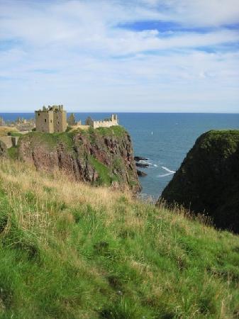 Dunnottar Castle: Dunnottar from afar