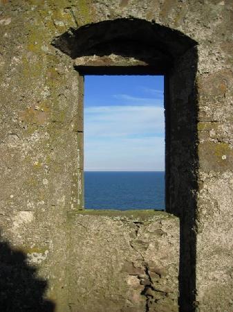 Dunnottar Castle: out the window at Dunnottar