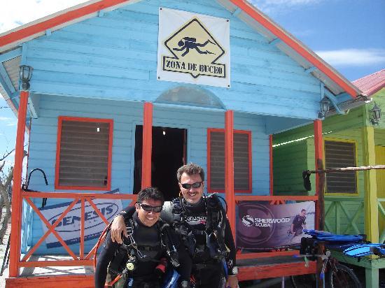 Jorge y Fernando en Zona de Buceo saliendo a bucear