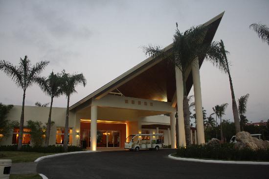 Secrets Royal Beach Punta Cana: hotel entrance