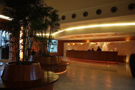 Secrets Royal Beach Punta Cana: hotel lobby