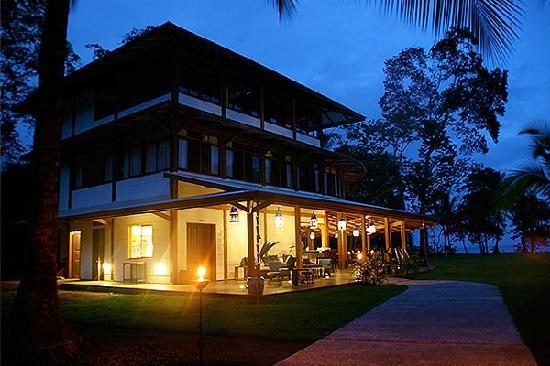 Blue Osa Yoga Retreat and Spa: Lodge Building