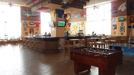 Hotel Riu Emerald Bay: Sports Bar