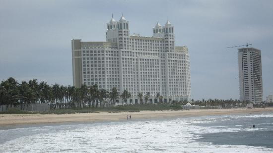Hotel Riu Emerald Bay: Hotel View from the Beach