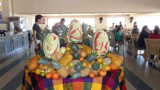 Hotel Riu Emerald Bay: Fruit Display at Lunch