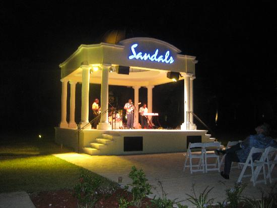 Sandals Emerald Bay Golf, Tennis and Spa Resort: Night Life