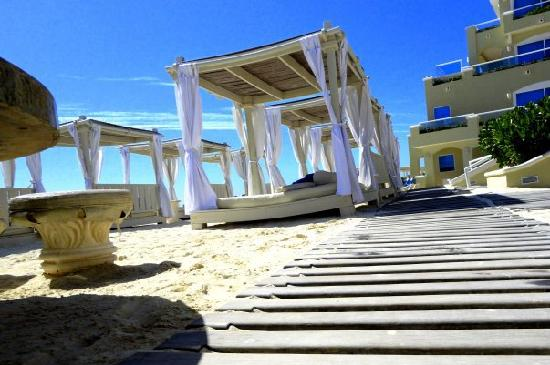 Panama Jack Resorts - Gran Caribe Cancun: Beach Beds Gran Caribe Real