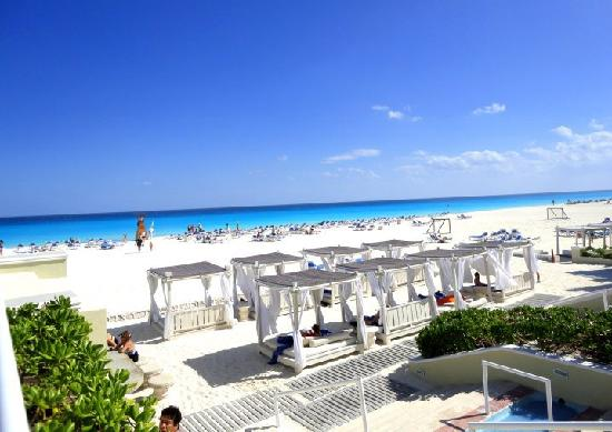 Panama Jack Resorts - Gran Caribe Cancun: Beach Beds
