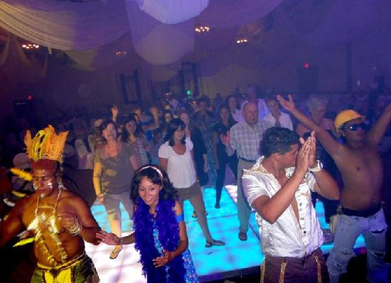 Panama Jack Resorts Cancun: Evening Show (Disco Night) At the Grand Caribe Real