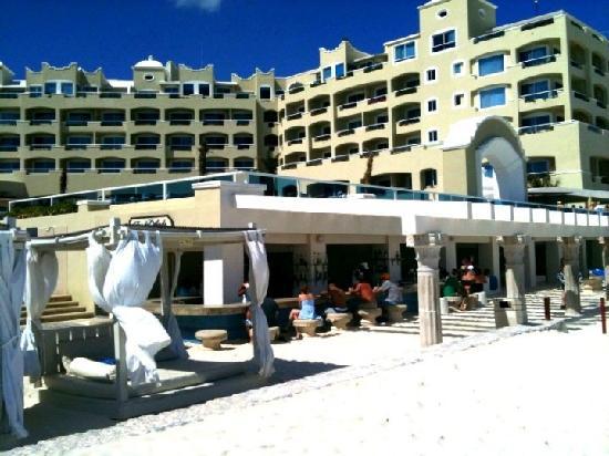 Panama Jack Resorts - Gran Caribe Cancun: Beach Bar Area