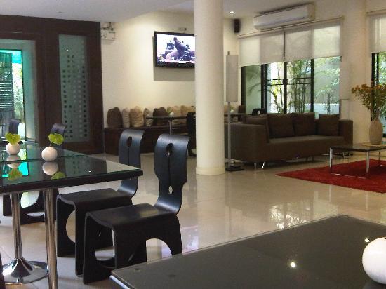 Portico 21: The hotel lounge area
