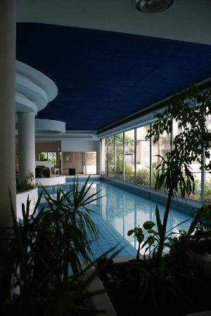 Mercure Cairo Le Sphinx: the indoor pool at Sofitel