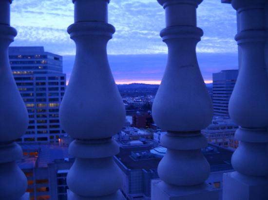 The Nines, a Luxury Collection Hotel, Portland: View of Sunrise from Room 1450