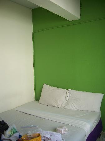 Sawasdee Sunshine Hotel: the room. the room size and bed size is not same for every room