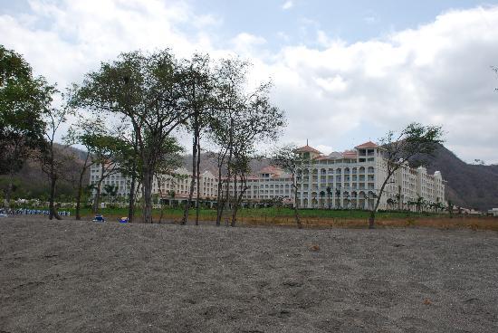 Hotel Riu Guanacaste: beach and resort