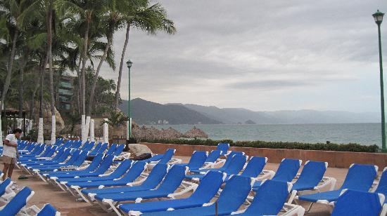 Hyatt Ziva Puerto Vallarta: Dreams PV Main Pool Beach Chairs