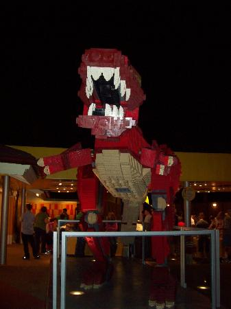 Disney Springs: Dinosaurio en Lego Store