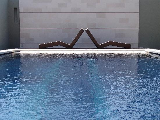 bvilla + Spa: pool deck