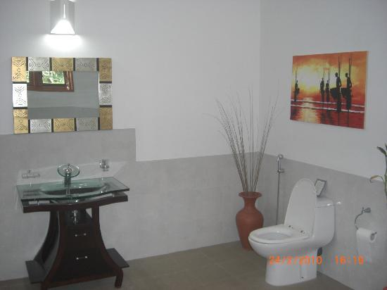 Shangri-Lanka Villa: Bathroom