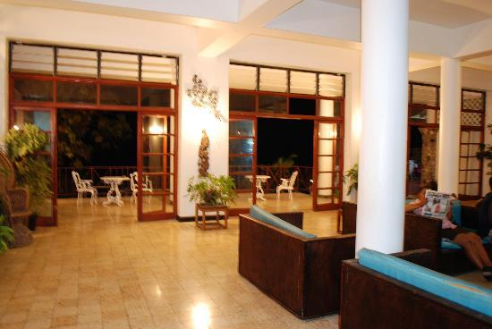 Silver Seas Resort Hotel: small view of the foyer at night (quiet and breezy)