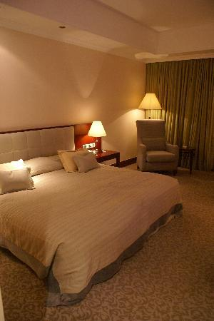 Oasis Hotel Jericho: my room and my king size bed at Intercon Jericho!