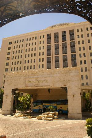 Oasis Hotel Jericho: Facade of the Hotel Intercon Jericho