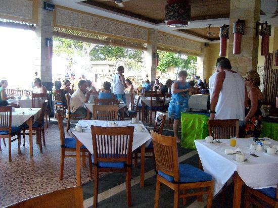 Pelangi Bali Hotel: Believe me breakfast was popular with everyone