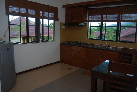 Felda Residence Hot Springs: Villa kitchen
