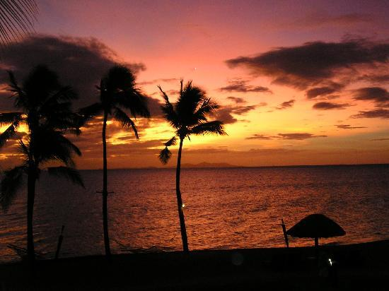 Sheraton Fiji Resort: A beautiful sunset from our balcony