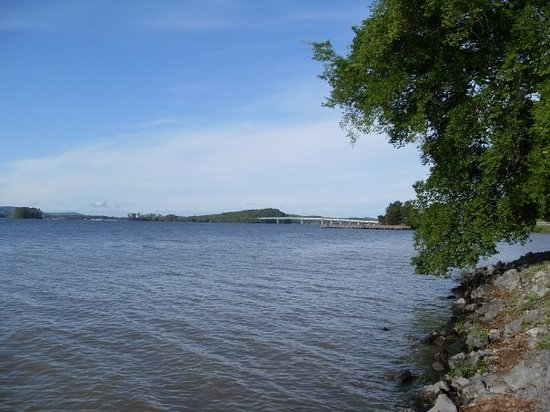 Things To Do in Lake Guntersville, Restaurants in Lake Guntersville