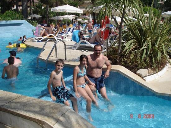 Cala Ratjada, Spania: Pendant que certains font trempette dans la piscine...
